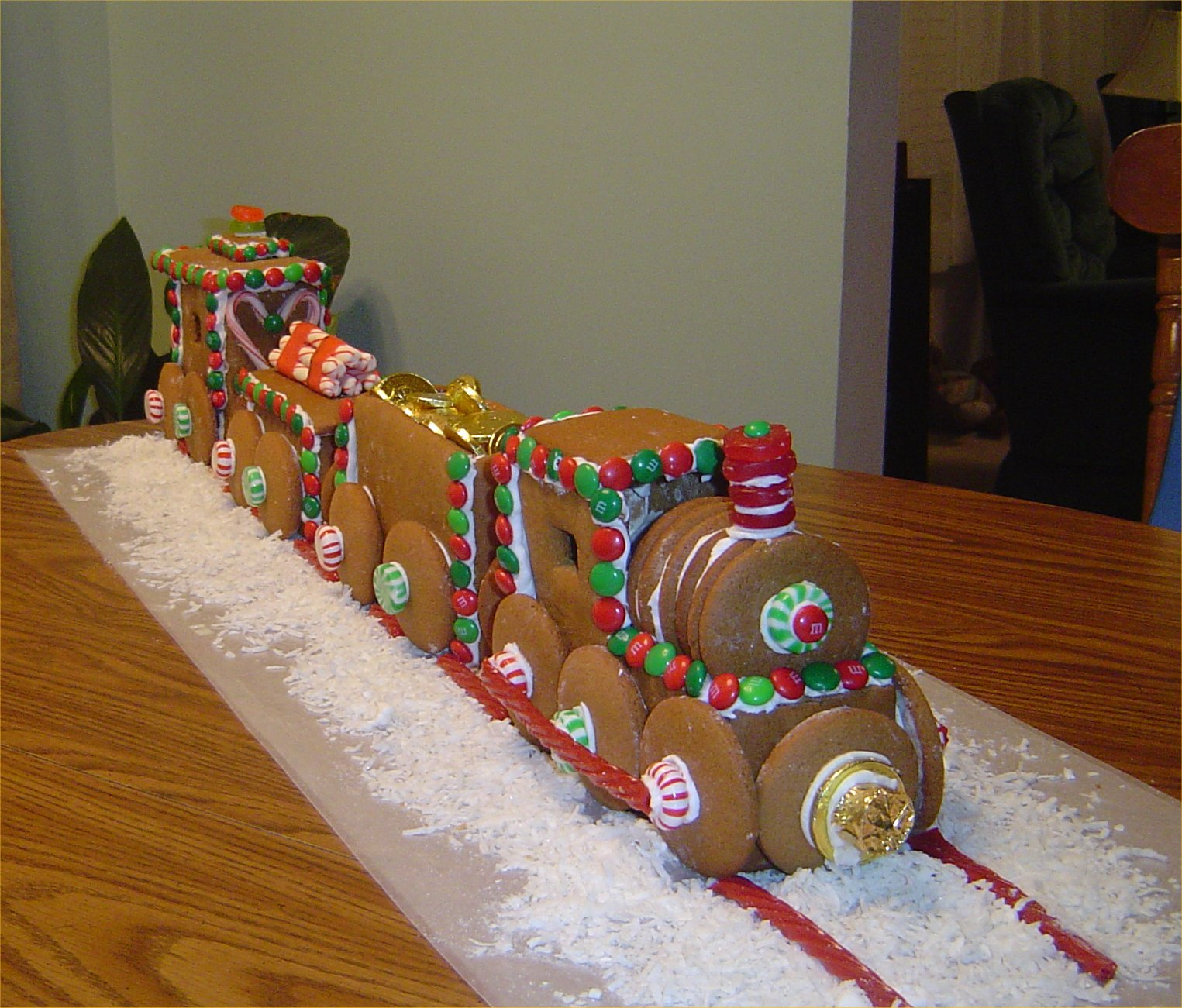 The Gingerbread House – Christmas: – Outdoor Decorations